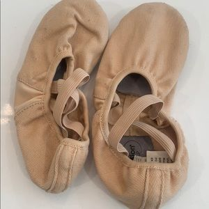 Girls dance shoe